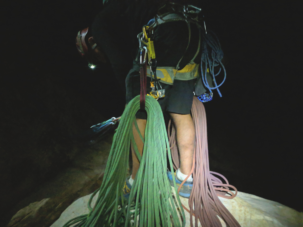 Final rappels in the dark